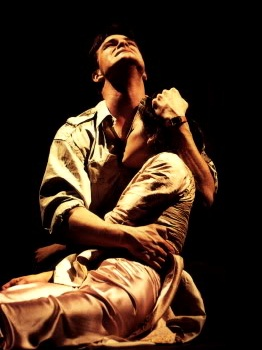 Simon Bowman and Lea Salonga as Chris and Kim in the original production of MISS SAIGON