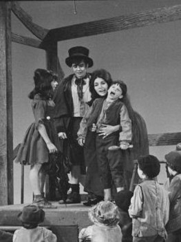 The original Nancy, Georgia Brown, surrounded by Broadway cast members Alice Playten (Bet), Davy Jones (Artful Dodger) and Bruce Prochnik (Oliver)