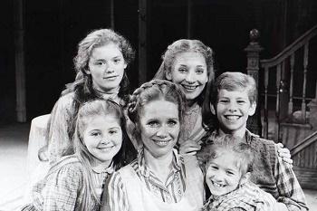 Carrie Horner, Kristen Vigard, Liv Ullmann, Maureen Silliman, Tara Kennedy and Ian Ziering in I REMEMBER MAMA