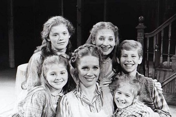 Carrie Horner, Kristen Vigard, Liv Ullmann, Maureen Silliman, Tara Kennedy and Ian Ziering in I REMEMBER MAMA
