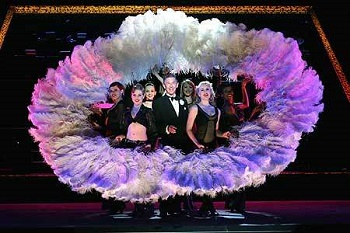 Drummond Marais as Billy Flynn with the company of the 2005 South African production of CHICAGO