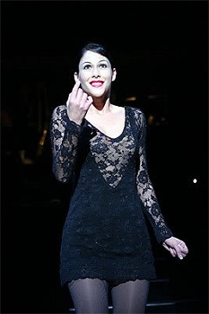 Samantha Peo as Roxie in the 2005 South African production of CHICAGO